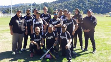 The Premier 3 mens' team in 2015, with Rick Mikara in the centre holding the bats.