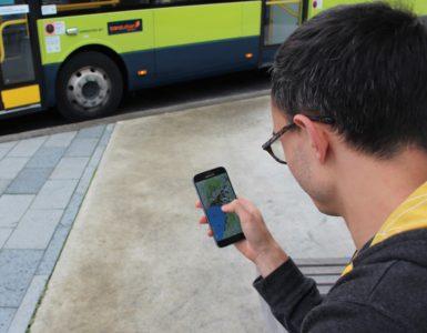 Man uses Maptionnaire ap